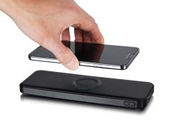 With Qi wireless charging pad