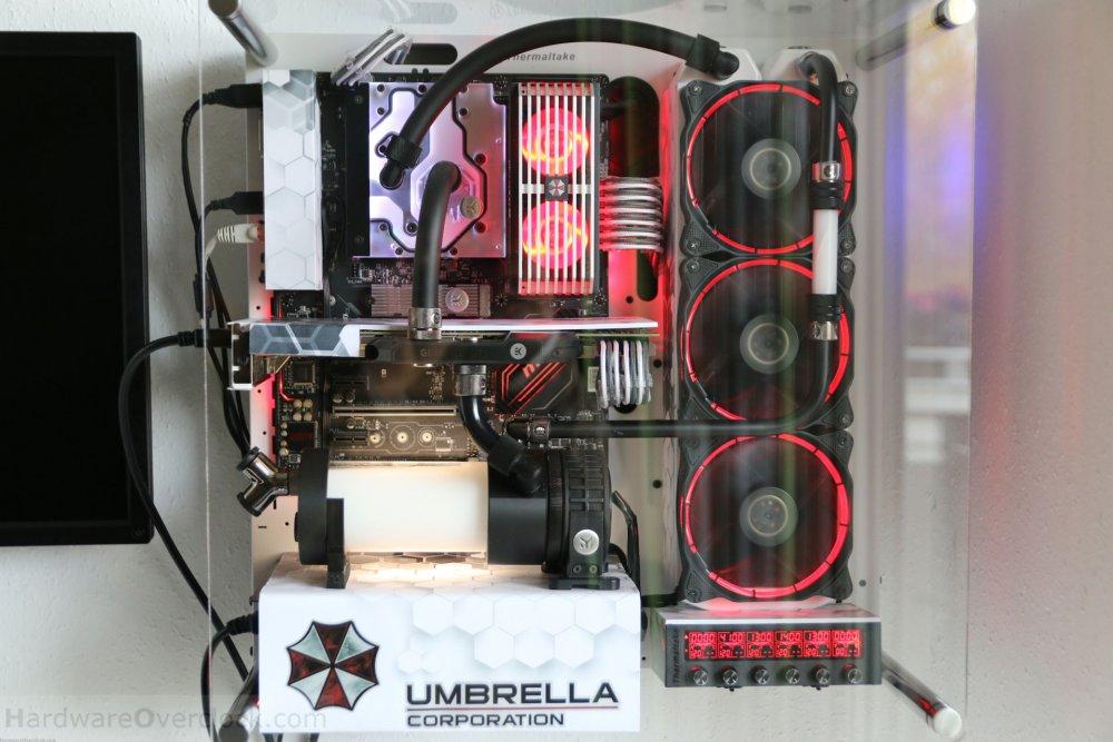01-Umbrella-Corp-PC-fertig-beleuchtet.jpg