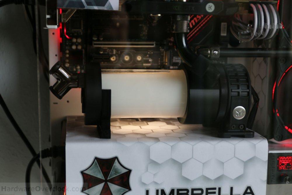04-Umbrella-Corp-PC-fertig-beleuchtet.jpg