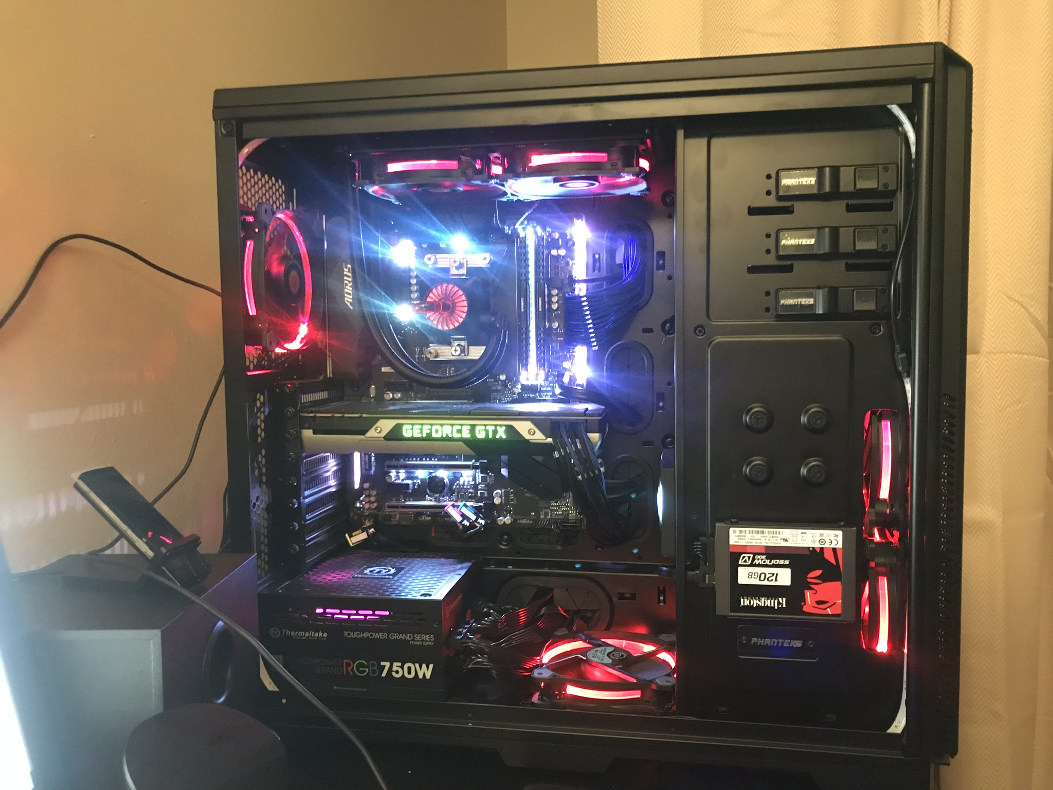 Guide How To Connect Up 6 Riing Rgb Fans In 1 Controller Case 4 Pin Computer Fan Wire Diagram 6debf9ae 189a 48b4 B823 A6a829f48e86jpeg